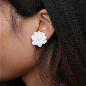 Beautiful flower earrings !!